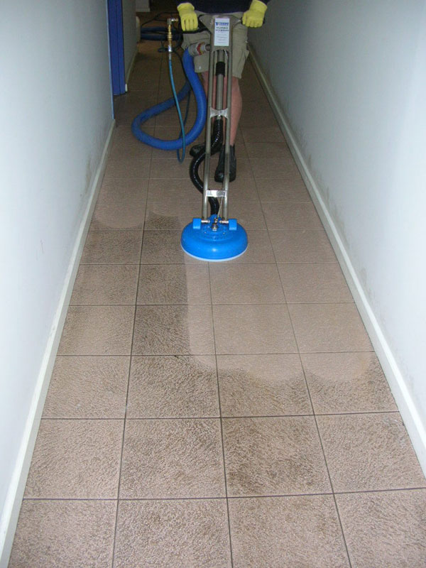 Cleaning-Tile-Floors-Porcelain-Tile-Cleaning-Luton